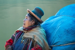 Uros Woman Puno Perù
