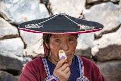 Woman near Maras Perù