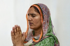 Women Sikh Prayer Golden Temple Amristar Punjab India